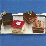 【クリスマス予約】【12月22日、23日、24日、25日の配送になります】 4種のチョコアソートケーキ 縦約6cm×横約6cm×高さ約3.8cm×4個入り 【M0020】