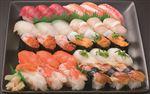 【予約】【8/12(木)~8/15(日)の配送】 本まぐろとずわいがに入り海鮮握り寿司 30貫 1パック